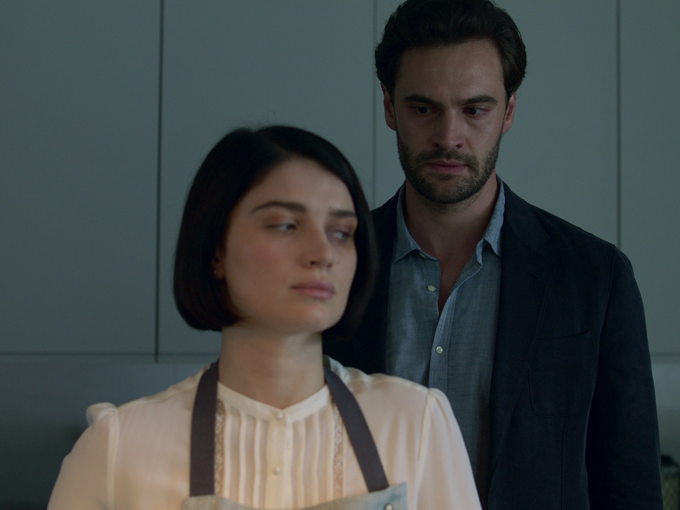 With All The Twists And Turns 'Behind Her Eyes,' You'll Want To Watch It Twice