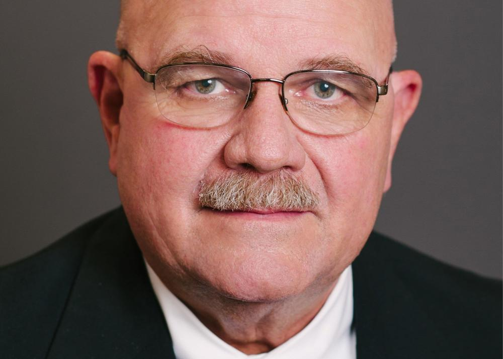 "State Rep. Steve Tarvin issued an apology Monday over his recent comment that teachers are ""self-centered crybabies."""