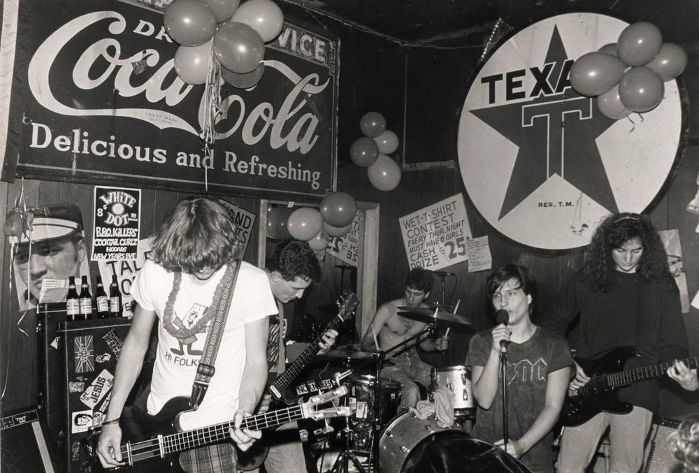 Athens bands like the Bar-B-Que Killers played often at a club in Atlanta called the White Dot. Left to right: David Judd, David Barbe, Arthur Johnson, Laura Carter, and Claire Horne.