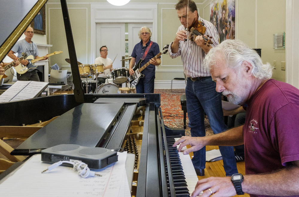 """From right, Rolling Stones touring keyboardist Chuck Leavell, violinist Robert McDuffie, former R.E.M. bassist Mike Mills, drummer Patrick Ferguson and guitarist William Tonks rehearse """"A Night Of Georgia Music."""""""