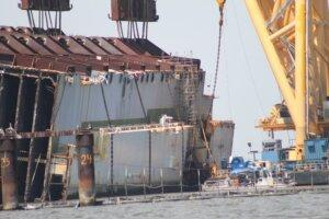 Golden Ray shipwreck removal April 8, 2021