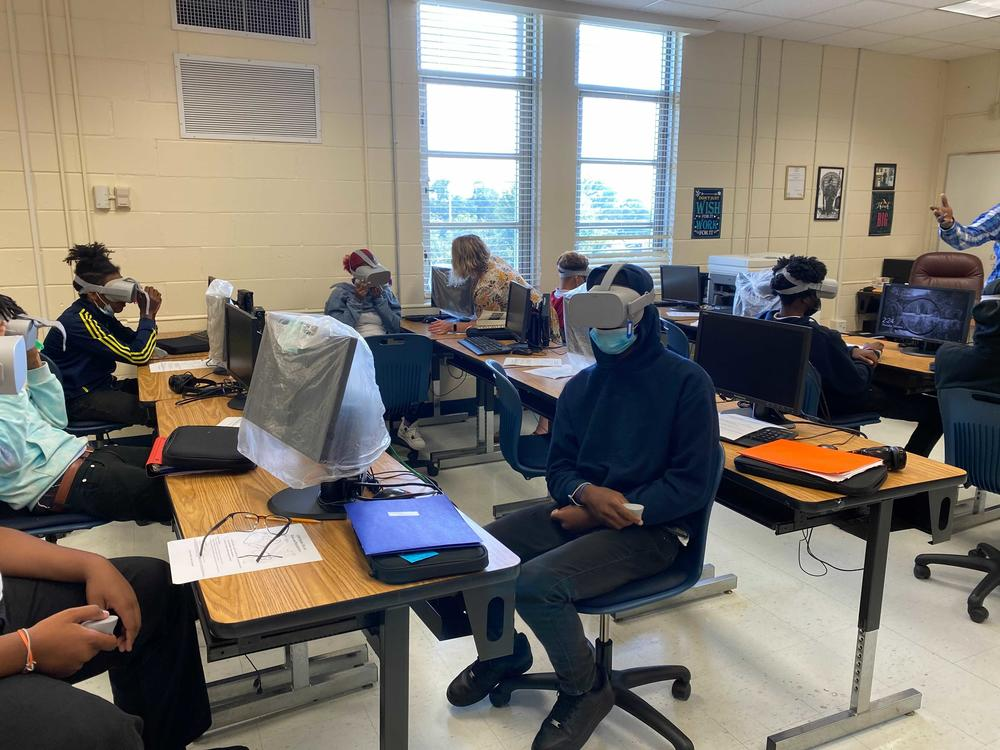 Students using headsets from the mobile VR lab