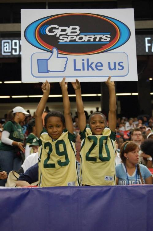 Young Grayson fans cheer on their Rams with a front row view.