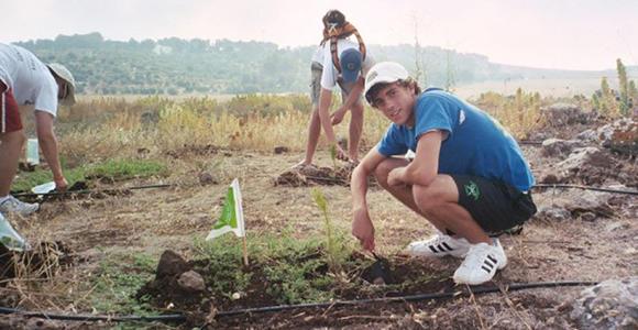 Jeremy Katz plants a tree in Israel in 2005. Photo courtesy Jeremy Katz