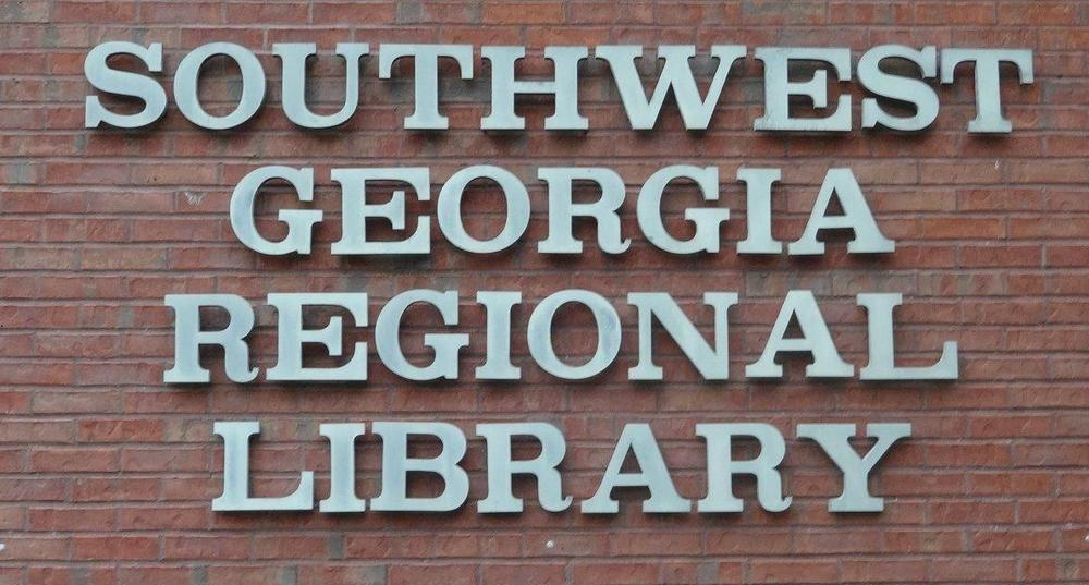 Libraries in southern Georgia are finding a way to meet community needs without fully reopening, but are struggling to provide uninterrupted access for all.