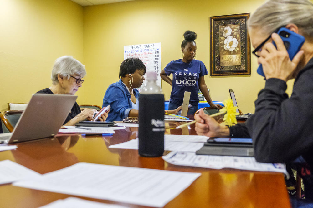 Volunteers in Stacey Abrams Macon office try to call provisional voters before 5 p.m. deadline to cast those votes