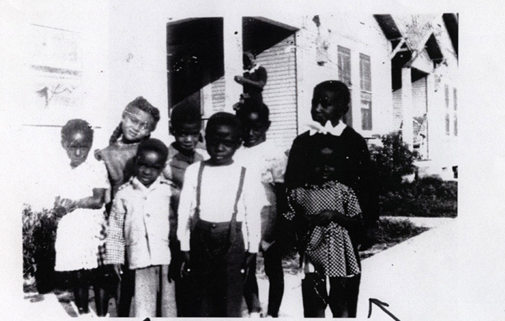 Local children on Holman Avenue, where Project Row Houses now located. Image shared with Project Row Houses by a Third Ward resident and made available online in accordance with Title 17 U.S.C. Section 107.