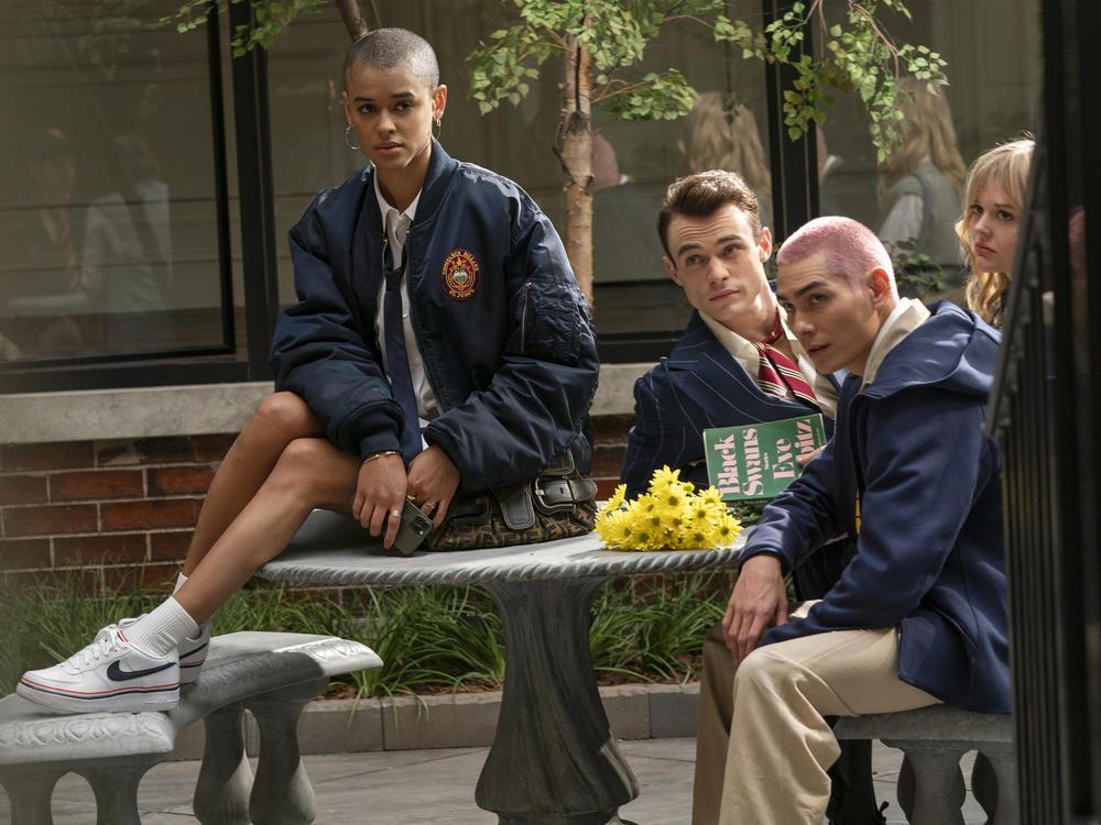 Jordan Alexander, Thomas Doherty, Evan Mock and Emily Alyn Lind in HBO Max's <em>Gossip Girl</em>.