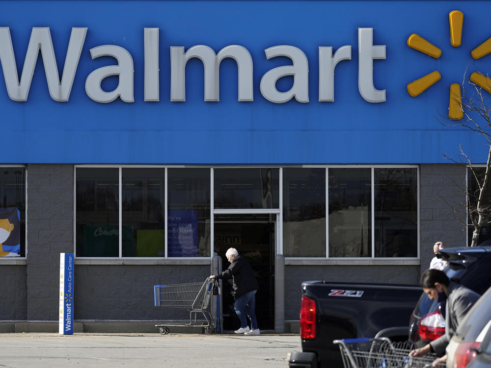 Walmart has a plan to pay for its workers to get college degrees without going into debt.