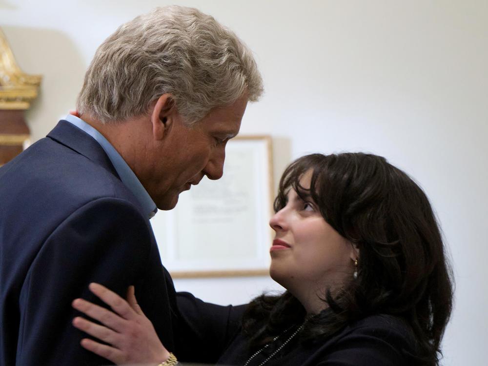 Clive Owen stars as Bill Clinton and Beanie Feldstein as Monica Lewinsky in the FX series <em>Impeachment: American Crime Story.</em>