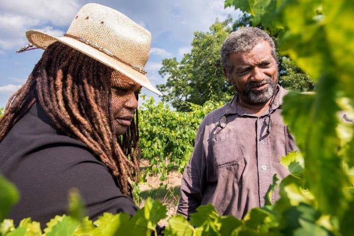 Veronica Womack, left, joins Howard James from Jibbs Vineyards in Byromville, Ga.