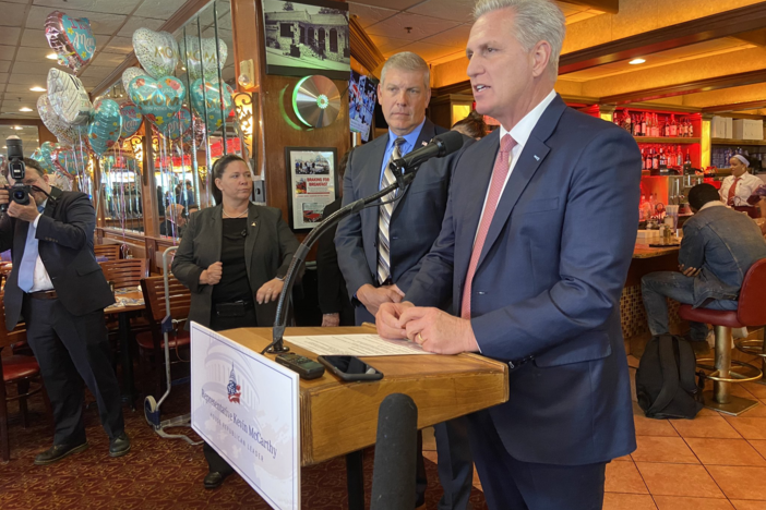Kevin McCarthy speaks to media and business owners insider a Marietta diner.