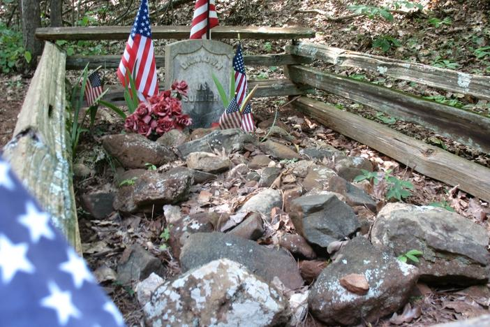 The gravesite of the unknown soldier of Kennesaw Mountain Battlefield Park north of Atlanta. (photo-Edgar Treiguts)