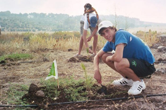 Jeremy Katz plants a tree in Israel in 2005. Photo courtesy Jeremy Katz