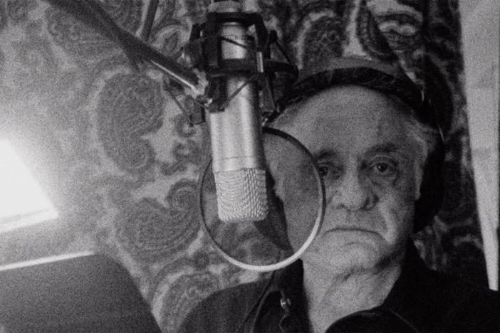 Friends and family discuss Johnny Cash's return to simple songwriting and record-making.