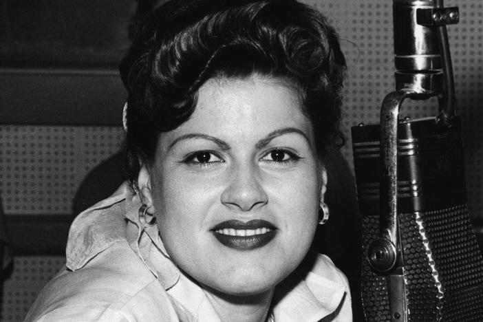 Country legend Patsy Cline takes young singing sensation Brenda Lee under her wing.
