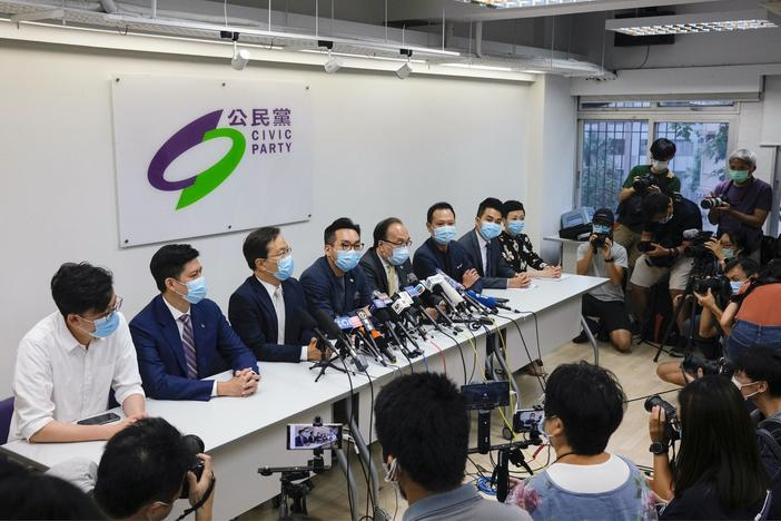 News Wrap: Hong Kong postpones legislative elections for a year over pandemic