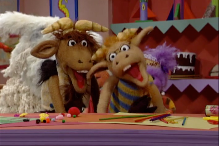 "The Three Bears compete against The Three Goats in the ""¿Qué es"" game show."