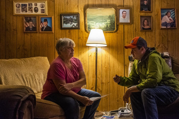 Fletcher Sams, right, explains to Gloria Hammond of Juliette, Ga. that the water in her well tests many times over the California limit for hexavalent chromium, a known carcinogen and constituent of coal ash.