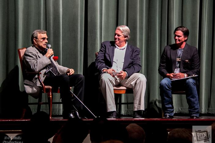 Terrell Sandefur (r) moderates a Q&A session with actor Burt Reynolds (l) in 2015. Also featured is actor and producer Todd Vittum (c).
