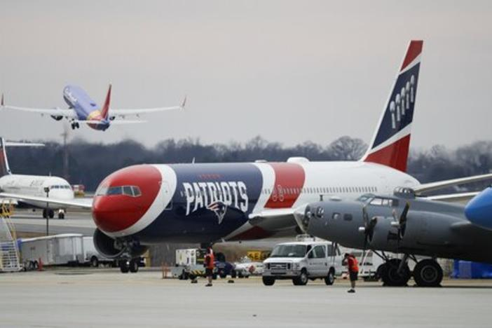 The plane that carryied the New England Patriots to the Hartsfield-Jackson Atlanta International Airport for the NFL Super Bowl 53.