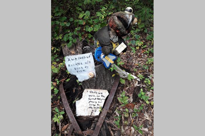 Trash-to-Treasure art of the Doll's Head Trail