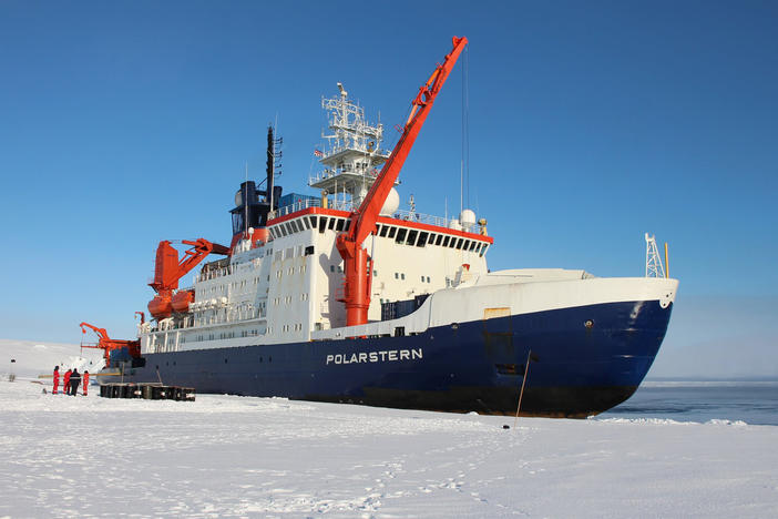 R/V Polarstern is in the arctic ice so scientists can conduct research.