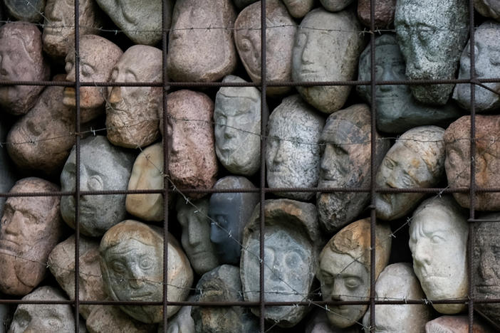 Sculptor Yevgeny Chubarov donated this installation of 282 stone heads in a cage — symbolizing Josef Stalin's countless victims — on the condition it be displayed next to the Soviet dictator.