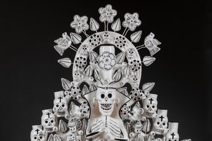 <em>Catrina Reyna</em> (Fancy Lady Queen) by José Alfonso Soteno Fernández and Juan José Soteno Elias of Metepec, Mexico, 2016, polychrome ceramic and wire.