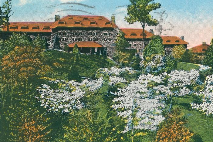 An archival postcard of the Grove Park Inn in Asheville, N.C., where much of the novel <em>Even As We Breathe</em> is set.
